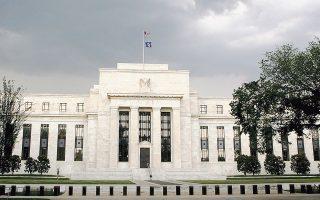 Το ενδεχόμενο μετά την πρόσφατη δημοσίευση των πρακτικών της συνεδρίασης νομισματικής πολιτικής στις 25-26 Σεπτεμβρίου η Ομοσπονδιακή Τράπεζα των ΗΠΑ (φωτ.) να υιοθετήσει μια πιο επιθετική νομισματική πολιτική, καθώς και η συνεχιζόμενη εμπορική διαμάχη μεταξύ των ΗΠΑ και της Κίνας, διαμόρφωσαν αρνητικό κλίμα στα χρηματιστήρια.