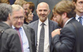 Ο επίτροπος Νομισματικών Υποθέσεων Πιερ Μοσκοβισί προειδοποίησε τους Ιταλούς πως όποια πολιτική αυξάνει το χρέος δεν εξυπηρετεί τα συμφέροντά τους και το σχέδιο προϋπολογισμού των Ντι Μάιο και Σαλβίνι «θα είναι εναντίον του ιταλικού λαού».