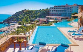 Το Wyndham Grand Mirabello Beach & Village, όπως θα ονομάζεται πλέον το 311 δωματίων ξενοδοχείο, θα γίνει το έβδομο στο κοινό χαρτοφυλάκιο που διαχειρίζονται οι Wyndham και Zeus στην Ελλάδα και το πρώτο εκτός Αττικής.