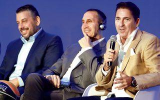 «Θα παίξουμε εναντίον όλων, ακόμα και των... δημοσιογράφων», τόνισε ο Πασκουάλ (δεξιά), ενώ ο Μπλατ (μέση) χαρακτήρισε τους προπονητές «αλχημιστές».