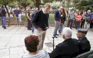 Ο Παύλος Γερουλάνος ανακοίνωσε την υποψηφιότητά του για τον Δήμο Αθηναίων. Εδώ τον βλέπετε να αντιμετωπίζει τις πρώτες δυσκολίες...
