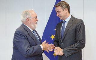 Ο κ. Μητσοτάκης με τον επίτροπο Ενέργειας Μιγκέλ Κανιέτε, κατά τη συνάντησή τους χθες στις Βρυξέλλες.