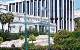 Η εισαγγελική παρέμβαση έγινε έπειτα από πληροφορίες που δημοσιοποιήθηκαν σε ηλεκτρονική εφημερίδα και αφορούσαν φάκελο που διαβιβάστηκε στη Βουλή στις 10 Οκτωβρίου για μυστικά κονδύλια του υπουργείου Εξωτερικών ύψους 1 εκατ. ευρώ.
