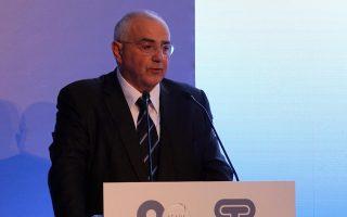 Προϋπόθεση για την ενίσχυση των επενδύσεων είναι η συνέχιση των μεταρρυθμίσεων και η πολιτική σταθερότητα, τονίζει ο πρόεδρος της Eurobank και πρόεδρος της Ενωσης Ελληνικών Τραπεζών (ΕΕΤ) Νικόλαος Καραμούζης.