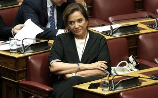 Η βουλευτής της Νέας Δημοκρατίας, Ντόρα Μπακογιάννη, παρίσταται στη συζήτηση επί της πρότασης δυσπιστίας της Νέας Δημοκρατίας κατά της Κυβέρνησης, στην Ολομέλεια της Βουλής, Αθήνα, Σάββατο 16 Ιουνίου 2018. ΑΠΕ-ΜΠΕ/ ΑΠΕ-ΜΠΕ/ ΣΥΜΕΛΑ ΠΑΝΤΖΑΡΤΖΗ