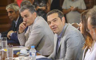 Ο πρωθυπουργός, Αλέξης Τσίπρας, ο υπουργός Οικονομικών  Ευκλείδης Τσακαλώτος και η υφυπουργός Μακεδονίας Θράκης Κατερίνα Νοτοπούλου συνομιλούν με τους εκπροσώπους παραγωγικών φορέων από τη βόρεια Ελλάδα, κατά τη διάρκεια της συνάντησής τους, ενόψει των εγκαινίων της Διεθνούς Έκθεσης Θεσσαλονίκης, το  Σάββατο 1 Σεπτεμβρίου 2018,  στο γραφείο του στη Θεσσαλονίκη.   ΑΠΕ ΜΠΕ/PIXEL/ΜΠΑΡΜΠΑΡΟΥΣΗΣ ΣΩΤΗΡΗΣ