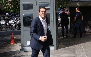 Ο πρωθυπουργός και πρόεδρος του ΣΥΡΙΖΑ, Αλέξης Τσίπρας (Κ), καταφτάνει για τη συνεδρίαση της Πολιτικής Γραμματείας του ΣΥΡΙΖΑ, στα γραφεία του κόμματος στην πλατεία Κουμουνδούρου, Αθήνα, Σάββατο 20 Οκτωβρίου 2018. ΑΠΕ-ΜΠΕ/ ΑΠΕ-ΜΠΕ/ ΟΡΕΣΤΗΣ ΠΑΝΑΓΙΩΤΟΥ