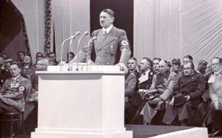 **ARCHIV** Rede  von Adolf Hitler am 2. Dez. 1938  in Reichenberg.  Am 30. Januar 2008 jaehrt sich zum 75. Mal die Machtuebernahme des Diktators. (AP Photo/file)