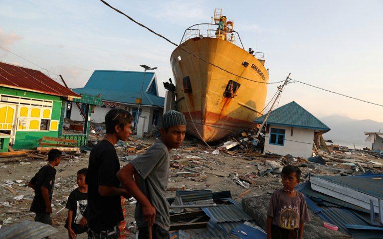 indonisia-o-stratos-tha-pyrovolei-osoys-leilatoyn-katastimata-sti-seismoplikti-periochi-2276109