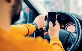 Η ελληνική startup OSeven, αξιοποιώντας τους αισθητήρες που υπάρχουν στα «έξυπνα» κινητά τηλέφωνα (GPS, επιταχυνσιόμετρο, γυροσκόπιο κ.ά.) και εφαρμόζοντας προηγμένες τεχνικές μηχανικής μάθησης, ανιχνεύει τις επιθετικές συμπεριφορές στην οδήγηση. Ο οδηγός αξιολογείται διαρκώς και για τις επιδόσεις του ενημερώνονται οι συμβεβλημένες με την εφαρμογή ασφαλιστικές. Από τη βαθμολογία του διαμορφώνεται και το ύψος του ασφαλίστρου.