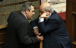 Ο πρόεδρος των ΑΝΕΛ και υπουργός Εθνικής Άμυνας Πάνος Καμμένος (Α) και ο πρόεδρος της Βουλής Νίκος Βούτσης (Δ) παρίστανται στην Ολομέλεια της Βουλής στη συζήτηση προ Ημερησίας Διατάξεως, με πρωτοβουλία του αρχηγού της αξιωματικής αντιπολίτευσης και προέδρου της Νέας Δημοκρατίας Κυριάκου Μητσοτάκη, σε επίπεδο αρχηγών κομμάτων, με θέμα την Οικονομία, τις αποφάσεις του Eurogroup και τις  δεσμεύσεις  που ανέλαβε η κυβέρνηση, Αθήνα, Πέμπτη 05 Ιουλίου 2018. . ΑΠΕ-ΜΠΕ/ΑΠΕ-ΜΠΕ/ΣΥΜΕΛΑ ΠΑΝΤΖΑΡΤΖΗ