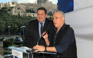 Ο Πρόεδρος των Ανεξάρτητων Ελλήνων Πάνος Καμμένος μαζί με το Κώστα Ζουράρι κατά την παρουσίαση του ψηφοδελτίου των ευρωεκλογών του κόμματος, Δευτέρα 14 Απριλίου 2014. ΑΠΕ-ΜΠΕ/ΑΠΕ-ΜΠΕ/Παντελής Σαίτας