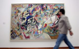 epa00844771 A visitor passes by a painting of Wassily Kandinsky 'Komposition VII', 1913, oil on canvas, in the Kunstmuseum in Basel, Switzerland, Friday 20 October 2006. The exposition will last until February 04, 2007.  EPA/GEORGIOS KEFALAS
