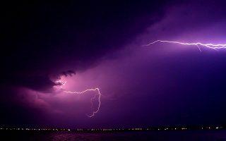 Η νυχτερινή καταιγίδα που έπληξε και την περιοχή της Αργολίδας  συνοδεύονταν από πολλούς κεραυνούς που έκαναν τη νύχτα μέρα στο Ναύπλιο, Τρίτη 11 Σεπτεμβρίου 2018.  Εκατοντάδες ήταν οι κεραυνοί που την νύχτα της Τρίτης φώτισαν τον νυχτερινό ουρανό κάνοντας την ατμόσφαιρα τρομακτική. ΑΠΕ-ΜΠΕ /ΑΠΕ-ΜΠΕ/ΜΠΟΥΓΙΩΤΗΣ ΕΥΑΓΓΕΛΟΣ