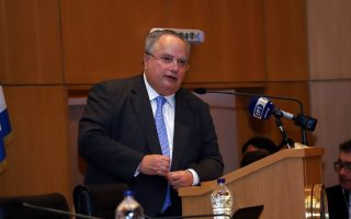 Ο πρώην υπουργός Εξωτερικών Νίκος Κοτζιάς και πρόεδρος του «Πράττω» μιλάει σε εκδήλωση με θέμα «Για μια δημοκρατική, προοδευτική και πατριωτική Ελλάδα σε έναν κόσμο που αλλάζει» που πραγματοποιήθηκε στο Εμπορικό Επιμελητήριο Ηρακλείου Κρήτης, στο πλαίσιο περιοδείας της Κίνησης του «Πράττω», τη Δευτέρα 22 Οκτωβρίου 2018. ΑΠΕ ΜΠΕ/ΑΠΕ ΜΠΕ/ΝΙΚΟΣ ΧΑΛΚΙΑΔΑΚΗΣ