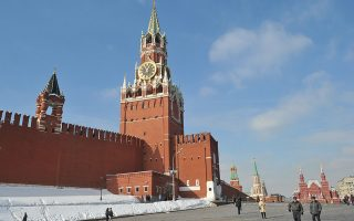 The Kremlin wall and towers dominate the skyline at the Red Square in Moscow, on March 2, 2012. Russia on March 4 votes in presidential elections expected to send Vladimir Putin back to the Kremlin after his four year stint as prime minister.  AFP PHOTO / SERGEI SUPINSKY