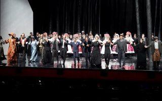 Φωτογραφία που δόθηκε σήμερα στη δημοσιότητα και εικονίζει τους συντελεστές της παράστασης Γενούφα, της Εθνικής Λυρικής Σκηνής, να υποκλίνονται στο κοινό κατά τη διάρκεια του φινάλε, στην Αίθουσα Σταύρος Νιάρχος της ΕΛΣ στο ΚΠΙΣΝ, την Κυριακή 14 Οκτωβρίου 2018. Στην παράσταση συμμετέχουν:Γριά Μπούρυγια: Ινές Ζήκου, Λάτσα: Φρανκ Βαν Άκεν, Στέβα: Δημήτρης Πακσόγλου, Νεωκόρισσα: Ζαμπίνε Χογκρέφε,  Σάρα - Τζέιν Μπράντον,Επιστάτης: Γιάννης Γιαννίσης,Δήμαρχος: Δημήτρης Κασιούμης,Σύζυγος του Δημάρχου: Μαργαρίτα Συγγενιώτου, Κάρολκα: Άρτεμις Μπόγρη, Αγρότισσα Κόλουσινα: Μπαρούνκα Πράιζινγκερ, Μπάρενα: Βαρβάρα Μπιζά, Γιάνο: Μιράντα Μακρυνιώτη, Τέτκα: Αναστασία Κότσαλη. Μουσική Διεύθυνση: Λουκάς Καρυτινός,Σκηνοθεσία: Νίκολα Ράαμπ. Δευτέρα 15 Οκτωβρίου 2018. ΑΠΕ-ΜΠΕ/ΓΡΑΦΕΙΟ ΤΥΠΟΥ ΕΛΣ/ΧΑΡΗΣ ΑΚΡΙΒΙΑΔΗΣ