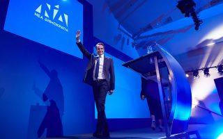Ο κ. Μητσοτάκης σημείωσε ότι το νέο σήμα του κόμματος συμβολίζει μια Ν.Δ. ανοικτή στην κοινωνία και σε νέες ιδέες.