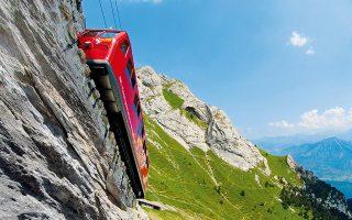 O διάσημος οδοντωτός που ανεβαίνει σχεδόν κάθετα τις πλαγιές του όρους Pilatus. Φωτογραφίες:Switzerland Tourism/Jan Geerk