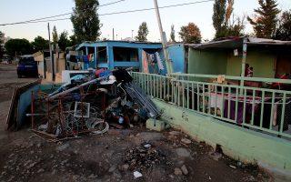 Μία παράγκα στον καταυλισμό των Ρομά, δίπλα στο Νομισματοκοπείο στο Χαλάνδρι, Δευτέρα 29 Σεπτεμβρίου 2014. Εβδομήντα οικογένειες Ρομά, εγγεγραμμένοι δημότες Χαλανδρίου ζουν στον καταυλισμό του Νομισματοκοπείου από το 1970 που πρωτοεγκαταστάθηκαν στην περιοχή. Το πρωί της  Τρίτης έχει προγραμματιστεί από την Αποκεντρωμένη Διοίκηση Αττικής κατεδάφιση μέρους του καταυλισμού των Ρομά και η μεταφορά τους στο όρος Πατέρα. ΑΠΕ-ΜΠΕ/ΑΠΕ-ΜΠΕ/ΣΥΜΕΛΑ ΠΑΝΤΖΑΡΤΖΗ