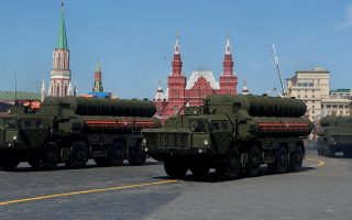 FILE PHOTO: Russian servicemen drive S-400 missile air defence systems during ceremonies in Red Square, Moscow, marking the 73rd anniversary of the victory over Nazi Germany in World War Two, May 9, 2018. REUTERS/Sergei Karpukhin/File Photo