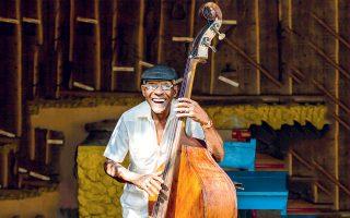 Ντόπιος μουσικός ενθουσιάζει με τις μελωδίες του. (Φωτογραφία: Shutterstock)