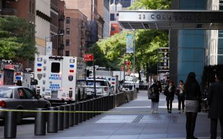 epa07116479 Police vehicles are seen in a closed street after a bomb alert at the Time Warner offices in New York, New York, USA, 24 October 2018. According to news reports, New York police were called to a suspicious package sent to the Time Warner building in which CNN is located.  EPA/JUSTIN LANE