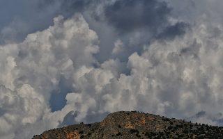 Έντονη συννεφιά πάνω από την πόλη του Ναυπλίου με κεραυνούς να πέφτουν στα ορεινά του νομού Αργολίδος, Δευτέρα 8 Οκτωβρίου 2018. ΑΠΕ-ΜΠΕ/ΑΠΕ-ΜΠΕ/ΜΠΟΥΓΙΩΤΗΣ ΕΥΑΓΓΕΛΟΣ