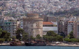 """Ο Λευκός Πύργος στην παραλία Θεσσαλονίκης, την Παρασκευή 12 Ιουνίου 2015. Αγιασμός έγινε στο καραβάκι """"Κωνσταντής"""" που ξεκίνησε τα δρομολόγια  από το Λιμάνι της Θεσσαλονίκης στο Λευκό Πύργο, την Καλαμαριά, την Περαία, τους Νέους Επιβάτες και την Αγία Τριάδα, επιχειρώντας να εξυπηρετήσει τους κατοίκους της περιοχής και συγχρόνως να προσελκύσουν επισκέπτες και τουρίστες σε μια ξεχωριστή διαδρομή.  ΑΠΕ-ΜΠΕ/ΑΠΕ-ΜΠΕ/ΝΙΚΟΣ ΑΡΒΑΝΙΤΙΔΗΣ"""