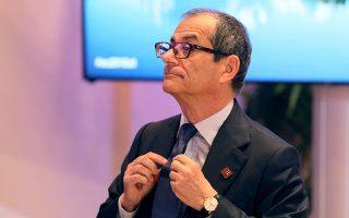 «Οικονομικά και κοινωνικά δεν μπορούμε να αντέξουμε το κόστος πολιτικής μηδενικού δημοσιονομικού ελλείμματος», είπε ο υπουργός Οικονομικών Τζοβάνι Τρία.