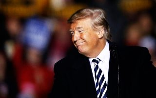 Η σκληρή ρητορική του προέδρου Τραμπ βρήκε σημαντική απήχηση στην αμερικανική κοινωνία, και ειδικά στην εκλογική βάση του.