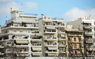 Από τη μείωση του ΕΝΦΙΑ θα επωφεληθούν μόνο οι ιδιοκτήτες με σύνολο ακίνητης περιουσίας έως 150.000 ευρώ. Τα μεγαλύτερα οφέλη θα έχουν οι ιδιοκτήτες με περιουσία έως 60.000 ευρώ.
