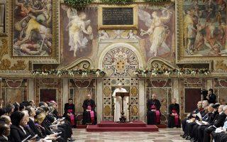 Ο Πάπας Φραγκίσκος, ο προκαθήμενος της Ρωμαιοκαθολικής Εκκλησίας, χρησιμοποιεί την Καπέλα Σιξτίνα για τις συναντήσεις του με αξιωματούχους.
