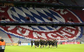 Η ΑΕΚ προπονήθηκε χθες στο επιβλητικό «Φούσμπαλ Αρίνα», όπου σήμερα θα αντιμετωπίσει την Μπάγερν, η οποία αναμένεται να μπει δυναμικά προκειμένου να «κλειδώσει» νωρίς τη νίκη.