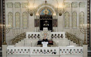Η Γερμανίδα καγκελάριος μιλάει στη συναγωγή της Ρούκστρασε.
