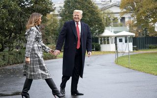O Aμερικανός πρόεδρος Ντόναλντ Τραμπ και η Πρώτη Κυρία των ΗΠΑ Μελάνια αναχωρούν από τον Λευκό Οίκο με προορισμό το Παρίσι.