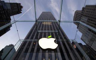 Στις αρχές του έτους η Apple είχε ανακοινώσει πως η «άμεση συνεισφορά» της στην αμερικανική οικονομία θα φθάσει τα 350 δισ. δολάρια μέσα στην επόμενη πενταετία. Εκτοτε, όμως, οι επενδύσεις της δεν έχουν υπερβεί τα 14,5 δισ. δολάρια.