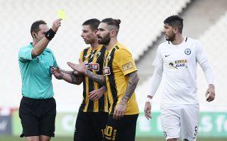 O Mάρκο Λιβάγια θεωρείται από τους απείθαρχους παίκτες της ΑΕΚ, ενώ και στο ματς με τον Ατρόμητο «επετέθη» ξανά κατά του διαιτητή.