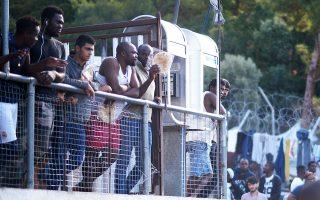 Συνεχίζουν 4.000 αιτούντες άσυλο να παραμένουν σε άθλιες συνθήκες στο ΚΥΤ στη Σάμο.