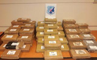 Mε τη συνδρομή της αμερικανικής υπηρεσίας δίωξης ναρκωτικών – DEA, η ΕΛ.ΑΣ. εξάρθρωσε κύκλωμα διακίνησης κοκαΐνης. Συνελήφθησαν συνολικά 9 άτομα, 3 στην Ελλάδα και 6 στο Εκουαδόρ, ενώ κατασχέθηκαν 380 κιλά ανόθευτης κοκαΐνης.