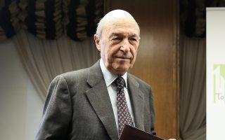 «Η προαναγγελθείσα επιχείρηση δίωξής μου δεν με αγγίζει», υπογραμμίζει σε ανακοίνωσή του ο κ. Σημίτης.