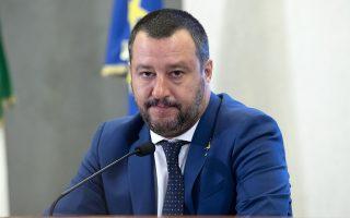 Ο Ματέο Σαλβίνι, αντιπρόεδρος της ιταλικής κυβέρνησης και ηγέτης της Λέγκας, προειδοποίησε την Ε.Ε. πως θα διαπράξει λάθος αν διανοηθεί να επιβάλει πρόστιμο στον ιταλικό λαό.