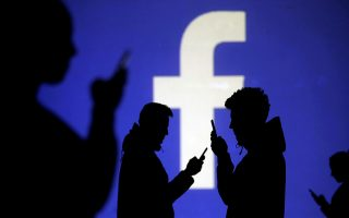 Ο δημοφιλής ιστότοπος κοινωνικής δικτύωσης Facebοok προσπάθησε να αντιπαρέλθει την κριτική εναντίον του κατηγορώντας τον Τζορτζ Σόρος.