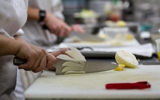 Εχουν πάρει φωτιά τα μαχαίρια στις σχολές μαγειρικής ανά την Ελλάδα.