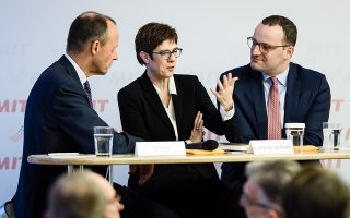 Oι τρεις διεκδικητές της ηγεσίας των Χριστιανοδημοκρατών, από αριστερά: Φρίντριχ Μερτς, Ανεγκρέτ Κραμπ Κάρενμπαουερ και Γενς Σπαν.