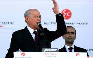 Ο ηγέτης του εθνικιστικού κόμματος ΜΗΡ, Ντεβλέτ Μπαχτσελί, εκφωνεί ομιλία σε προεκλογική συγκέντρωση στην Αγκυρα, τον περασμένο Ιούνιο.