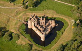 Το εντυπωσιακό Caerlaverock Castle, στη Σκωτία.