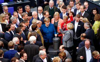 Η Γερμανίδα καγκελάριος Αγκελα Μέρκελ στη διάρκεια ψηφοφορίας στην Μπούντεσταγκ στο Βερολίνο.