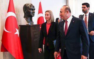 Η Φεντερίκα Μογκερίνι και ο Τούρκος ΥΠΕΞ Τσαβούσογλου στη χθεσινή τους συνάντηση στην Αγκυρα.