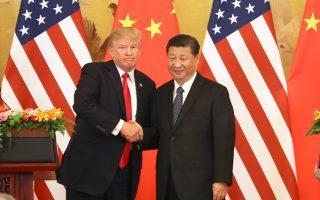 Φωτογραφία από παλαιότερη συνάντηση του Ντόναλντ Τραμπ με τον Κινέζο ομόλογό του Σι Τζινπίνγκ στο Πεκίνο. Οικονομικοί παράγοντες εναποθέτουν τις ελπίδες τους για παύση του σινοαμερικανικού εμπορικού πολέμου στη συνάντηση που θα έχουν οι δύο ηγέτες στο πλαίσιο του G20.